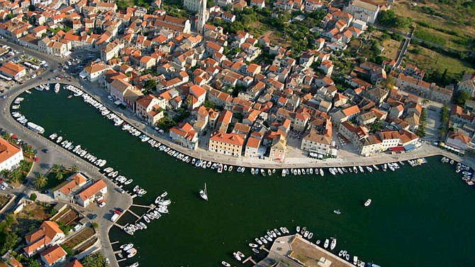 Imagen sin fechar que muestra una vista aérea de la Gran Llanura Stari de la isla de Hvar, en el mar Adriático, Croacia.