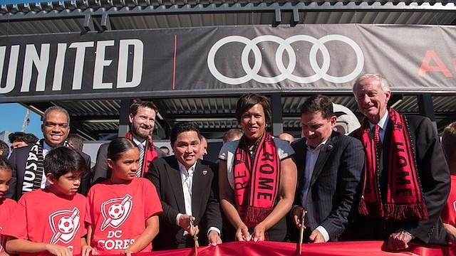 El martes 10 de julio, la alcaldesa de DC, Muriel Bowser junto a varios funcionarios del distrito, cortaron la cinta inaugural del Audi Field, el nuevo estadio de D.C. United en Buzzard Point en el Ward 6.