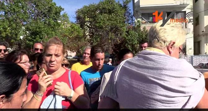 CUBA. Solicitantes de visa cubanos a la entrada de la embajada de EE UU en La Habana