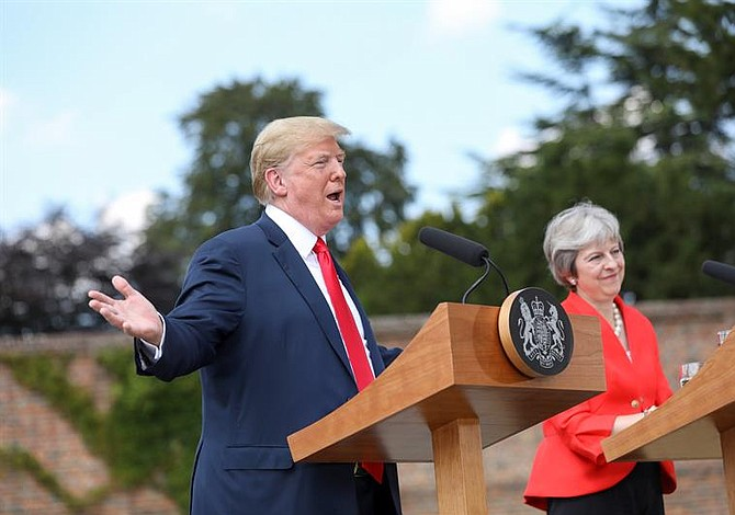 Trump busca disminuir tensiones con May y desmiente publicación de The Sun