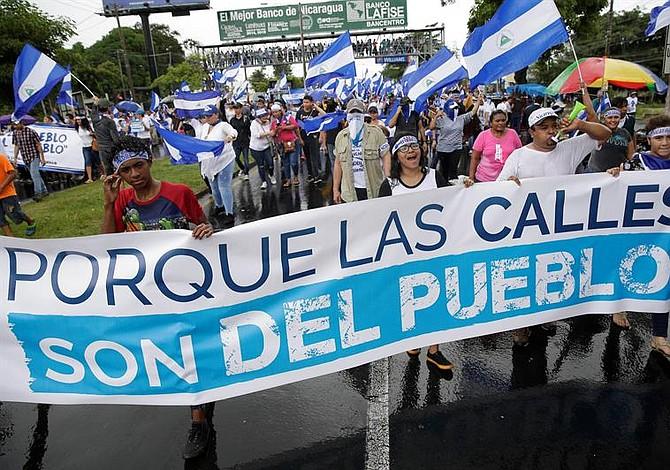 Manifestantes marchan en Nicaragua pese a intimidación policial