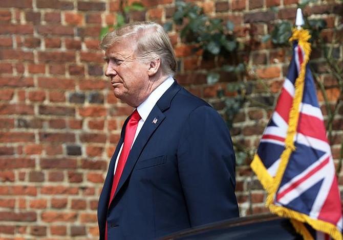 Trump rumbo a Escocia para jugar al golf