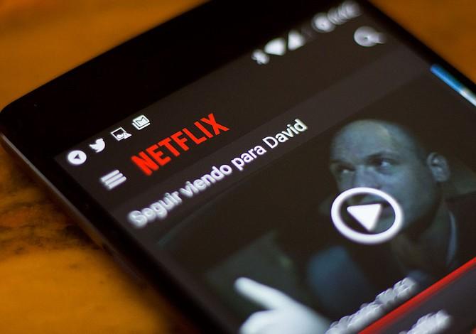 Netflix permite descargas automáticas al celular