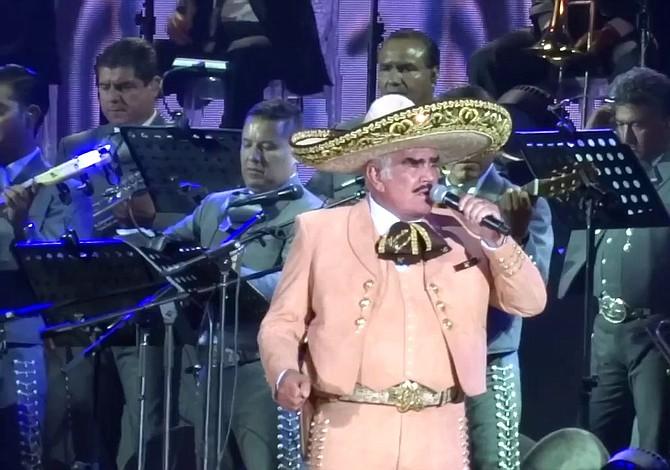 Vicente Fernández regresa a la música