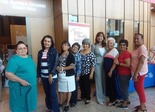 Más latinos ancianos y con menos beneficios