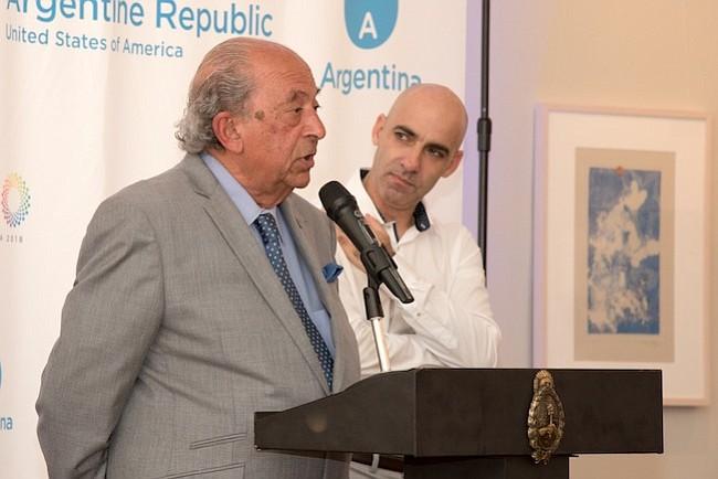 Representantes. Jorge Menehem (iz) director de la Fundación Garrahan junto a Carlos Kambourian (der), director del hospital Garrahan, durante el lanzamiento del torneo de polo, en la Embajada de Argentina.