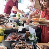 Asado. Pampa Fox Catering puso el sabor a este encuentro de polo benéfico, con el mejor asado al estilo argentino.