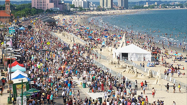 El festival de esculturas de arena de Revere Beach atrae a casi un millón de personas a la playa cada año