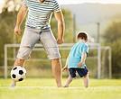 La presencia de una figura masculina es un estímulo en los niños.