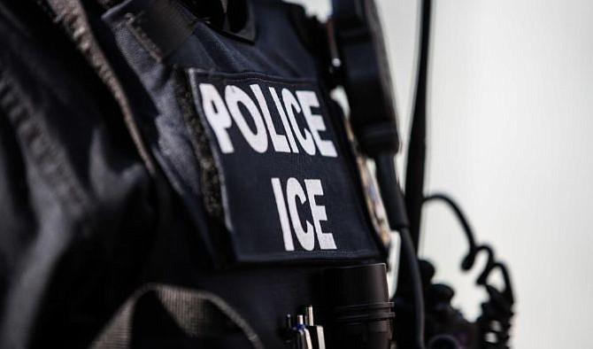 Inmigrante salvadoreña logra orden de restricción contra el ICE