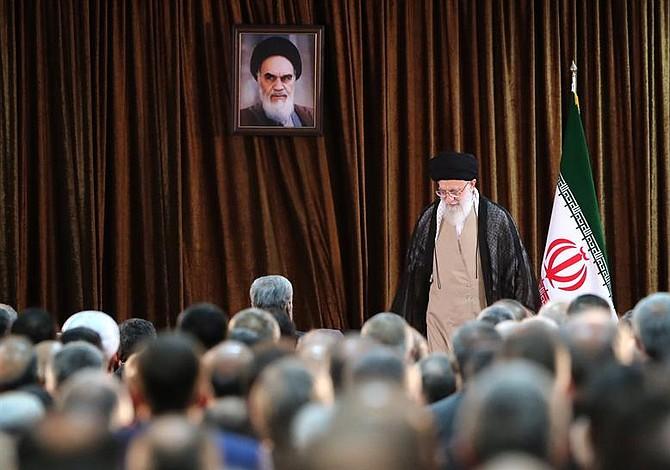 Líder de Irán dice que no habrá guerra ni negociaciones con EEUU