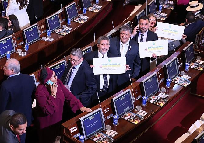 Las FARC llegan al Congreso de Colombia entre dudas y miedos