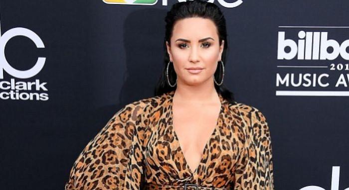 Demi Lovato permanece internada y con complicaciones tras sobredosis