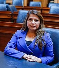 PIONERA. Elizabeth Guzmán, del Callao, Perú, es la primera latina inmigrante latina en la Asamblea Estatal de Virginia.