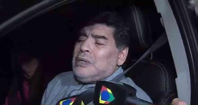 Maradona reapareció en aparente estado de embriaguez al volante
