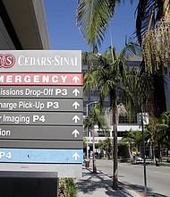 LOS ÁNGELES. Vista de la entrada de emergencia del Hospital Cedar-Sinai, donde según medios de comunicación Demi Lovato fue ingresada tras una presunta sobredosis de heroína el martes 24 de julio