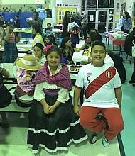 HERENCIA. Los dos hijos menores de Elizabeth Guzmán nacieron en Estados Unidos pero mantienen vivas las tradiciones de Perú.