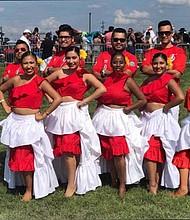 TALENTO. Los Hermanos Galván (atrás) y miembros de un grupo de baile. Se presentan el viernes 27 de julio en Barcode de DC.