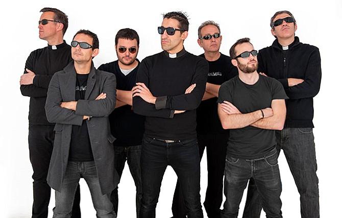 Concierto de sacerdotes rockeros en San Antonio