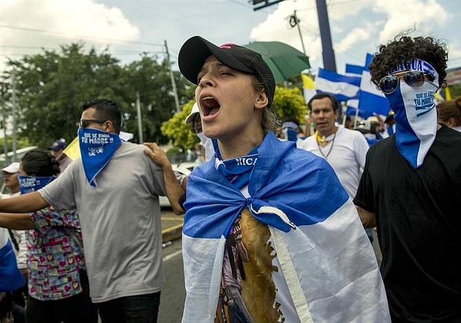 Régimen de Ortega ataca manifestación causando heridos