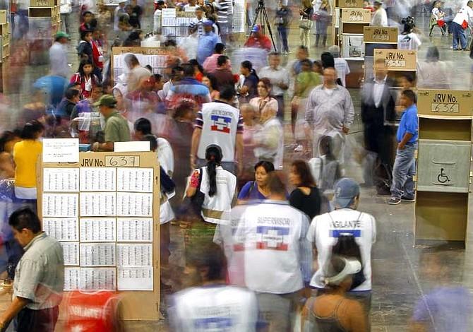 Salvadoreños tendrán cuatro opciones para votar en comicios presidenciales