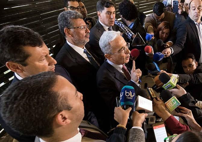 Colombia: Álvaro Uribe pide al presidente del Congreso que retenga su carta de renuncia