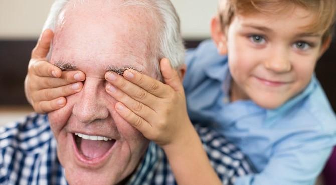 Es importante la relación de los niños con los abuelos.
