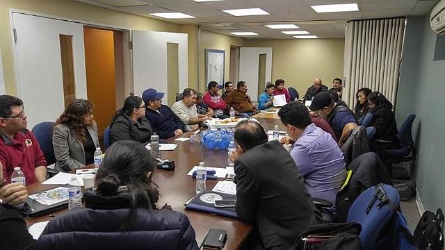 COTSA. Miembros de las Comunidades Transnacionales Salvadoreñas Americanas durante una reunión de planificación.