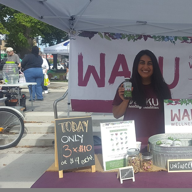 Stand de Waku Wellness Tea en el East Boston Farmer's Market 2018