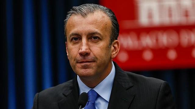 """VENEZUELA - El vicepresidente del Área Económica del gobierno de Venezuela, Tareck el Aissami, habla durante una rueda de prensa hoy, jueves 26 de julio de 2018, en Caracas (Venezuela). El Gobierno de Nicolás Maduro intenta impulsar su criptomoneda """"petro"""" al anunciar que el valor referencial del """"bolívar soberano"""" -que saldrá el 20 de agosto con cinco ceros menos- estará """"anclado"""" a la moneda virtual de reciente creación, según las declaraciones oficiales."""
