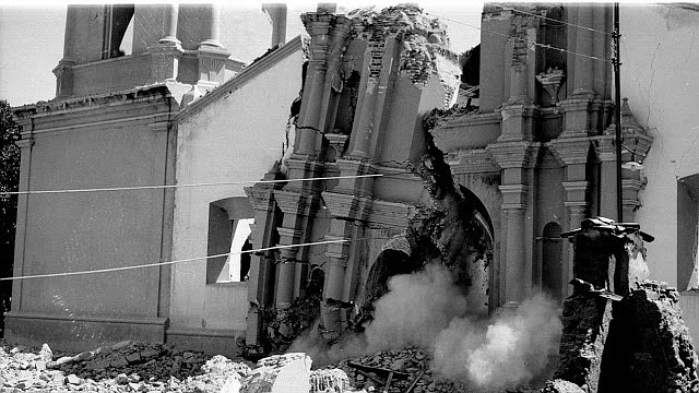 TEMBLOR. Caída del frontispicio del templo de la Concepción en 1950. Parece dar cuenta del impacto sísmico que el 3 de agosto asolara El Tocuyo