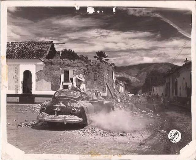 Hasta los vehículos fueron impactados por el gran sismo