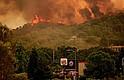 FUEGO. Vista de llamas en el incendio del condado de Mendocino, en Lakeport, California, el domingo 29 de julio de 2018
