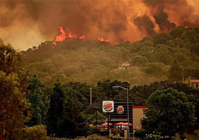 Se intensificó el mayor incendio forestal en California