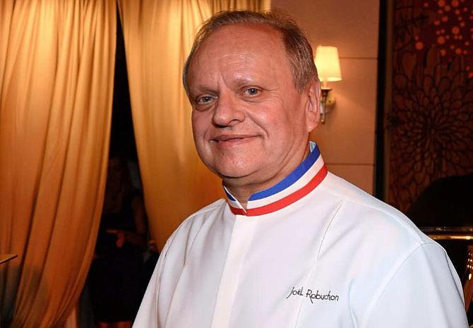 Muere el chef francés Robuchon, número uno en estrellas Michelín