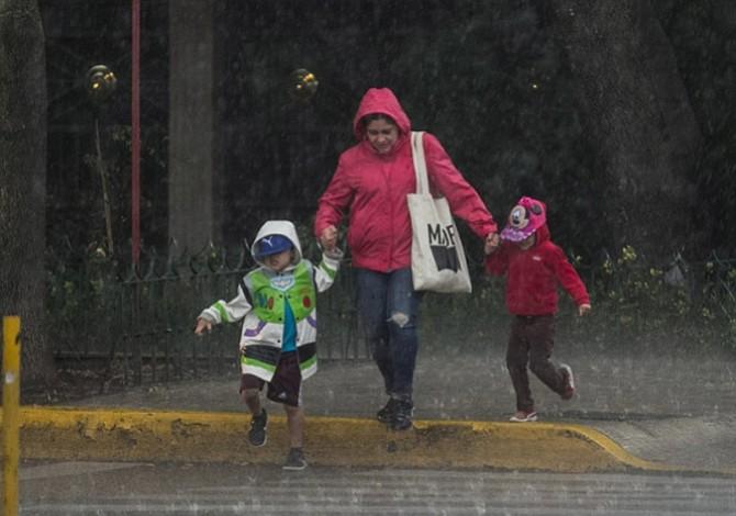 Autoridades de CDMX activan alerta amarilla por lluvias y granizo