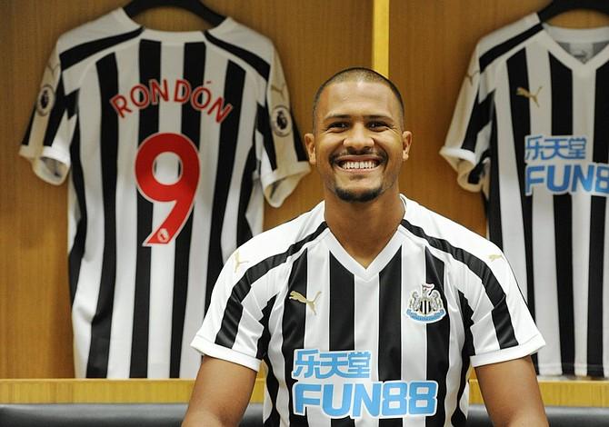 Venezolano Rondón fichó por el Newcastle