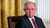 JUSTICIA. El Fiscal General de los Estados Unidos, Jeff Sessions, en el Salón Este de la Casa Blanca