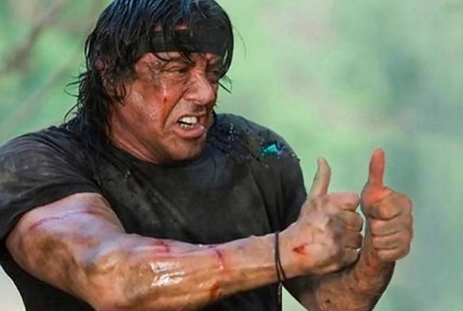 Stallone trabaja en el gimnasio para estar a la altura de Rambo