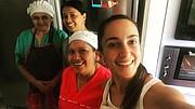 VENEZUELA - Mercedes Grau comenzó en la repostería hace siete años, con solo un horno y una batidora. Actualmente trabaja con otras siete personas y aumentaron sus encargos.