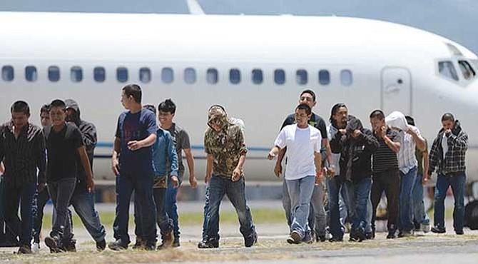 Tres Estados deportarán a más de sesenta mil inmigrantes este año