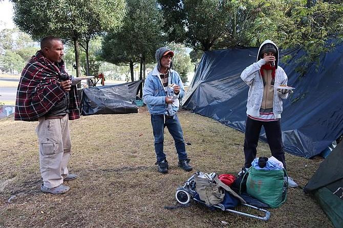 ECUADOR. Inmigrantes venezolanos reciben alimentos en Quito, el miércoles 1 de agosto de 2018