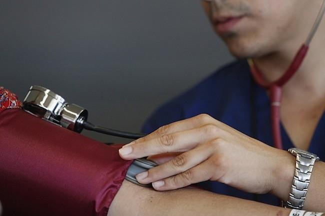 Nueva generación de médicos apoya un sistema de salud universal