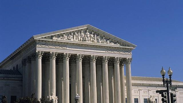 EE.UU. El juez Emmet Sullivan, del Distrito de Columbia exigió el regreso de un avión que transportaba a dos personas deportadas