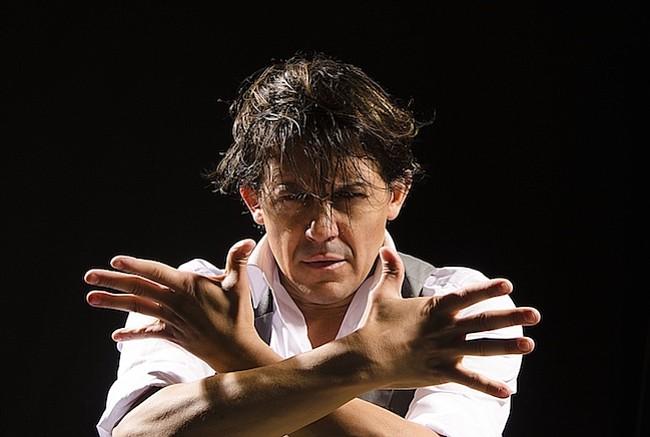 JOSE BARRIOS. El aclamado bailaor y coreógrafo español visita GALA por tercera vez con un espectáculo electrificante, que explora las experiencias de la vida sin temor o arrepentimiento.