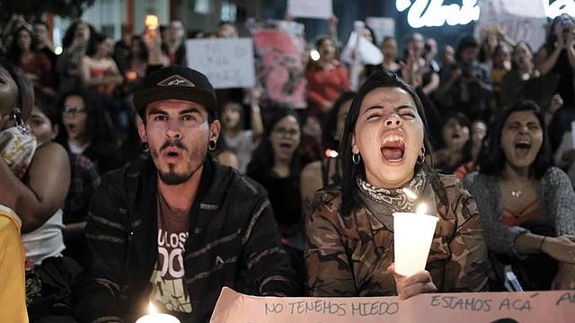 COSTA RICA. Personas gritan consignas durante una manifestación contra la violencia de género y el machismo
