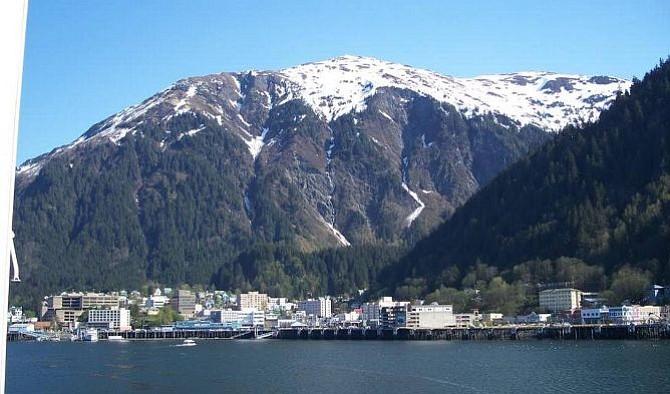 Dos fuertes sismos sacudieron Alaska