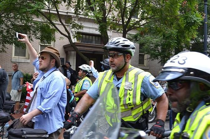 EE.UU. Supremacistas blancos asisten a la manifestación Unite The Right en Washington, DC