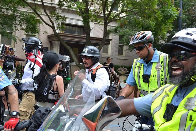 EE.UU. Supremacistas blancos asisten a la manifestación Unite The Right en Washington, DC