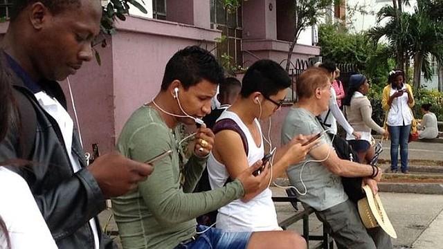 CUBA. Etecsa lanzó este martes la primera prueba nacional de navegación en Internet a través del celular